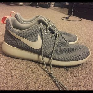 Barely worn Nike Roshe